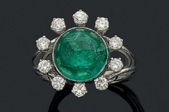 Bague Emeraude Cabochon Diamants - Adjugé : 6.000€