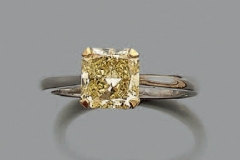 GRAFF - Bague Platine Diamant Radiant - 2.03 carats Natural Fancy Intense Yellow VS1 - Adjugé : 18.800€