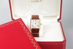 CARTIER - Montre Tank or - Adjugé : 2.500€