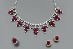 HARRY WINSTON - Parure Bijoux Diamants Rubis - Adjugé : 130.000€