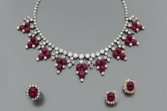 HARRY WINSTON - Parure Bijoux Diamants Rubis - Adjugé : 130.000€