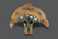 Modèle similaire de GEORGES FOUQUET - Motif Fleur en Corne  - Vers 1900 - Adjugé : 9.000€